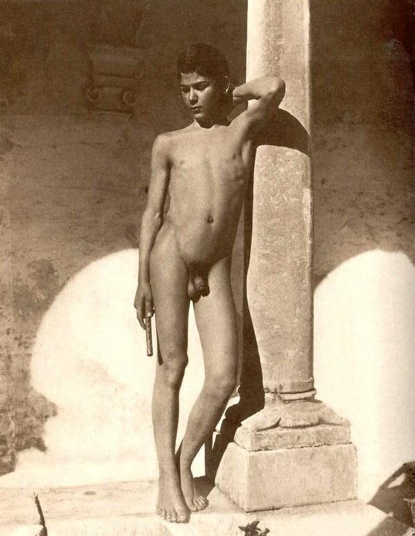 airine nude